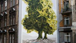 Lenyűgöző falfestmény született a Klauzál utcában