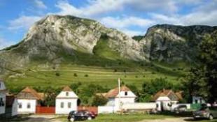 Világörökségi listás lehet a falu, ahol kétszer kel fel a nap