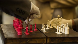 Sportlegendák próbálták ki Kossuth sakktábláját