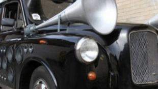 Zenét szerez a tehetséges kocsi