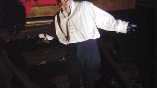 Hamlet boncasztalon