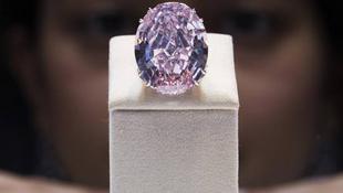 Nem talált gazdára a rózsaszín gyémánt