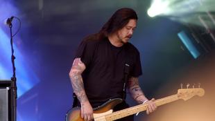 Elhunyt a Deftones egykori basszusgitárosa