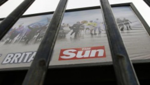 Lecsukták a királyi udvarban szaglászó riportert