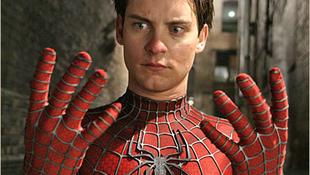 Egyszerre két hálót is sző a Pókember
