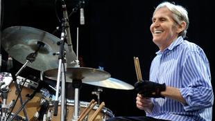 Győzött a rák, elhunyt a kiváló zenész