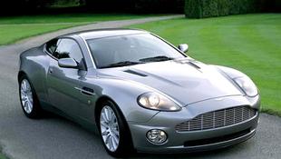 Vízbe gurult a Bond- autó