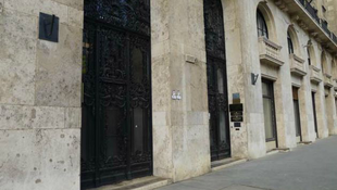 Elképesztő titkokat rejtett a Kossuth-téri lakás fala