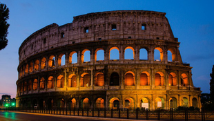 Eredeti színeit ölti magára a Colosseum