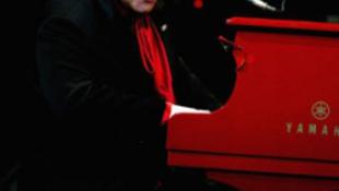 Már a második koncertjét mondta le betegsége miatt Elton John