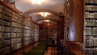 Diktatúra végnapjai- már nem csak a Koránt lehet kikölcsönözni a könyvtárból