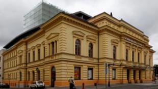 Kirúgták a Vörösmarty Színház igazgatóját