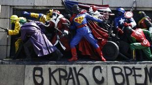 Superman és Joker jelent meg a szovjet emlékművön