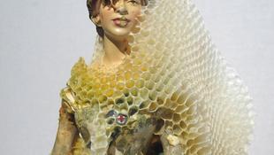 Ellepték a királynőt a méhek