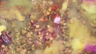Fantasztikus képek a furcsa tömegrendezvényről