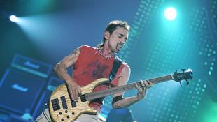 Gyász: meghalt a világhírű gitáros