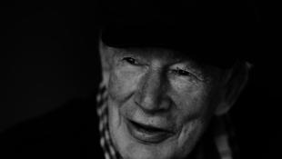 Meghalt a világhírű különc művész, Ian Athfield