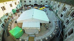 Hatalmas esküvő készül a Dunánál