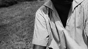Elhunyt Chinua Achebe