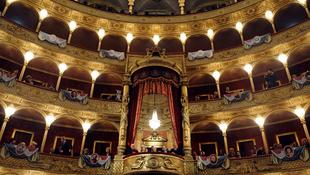A csőd szélére került az operaház