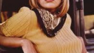 70 éves Faye Dunaway