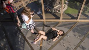 Fotó: sokkoló változás a világhírű épületen