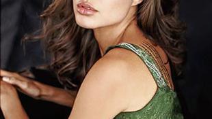 Angelina Jolie elsírta magát