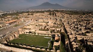 Hanyagság és pénzhiány miatt pusztul Pompeji