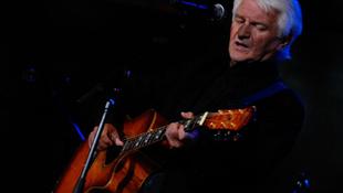 Súlyos betegségben elhunyt az énekes
