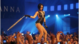 Rihanna művészetnek nevezte a gyilkosságot
