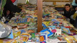 Házilag gyártott tankönyvet az iskolákba!