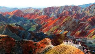 Kiszínezték a hegyeket Kínában