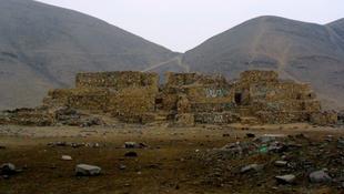 5000 éves piramist romboltak le Peruban