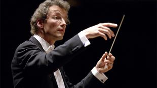 Miért esett össze a világhírű karmester a színpadon?