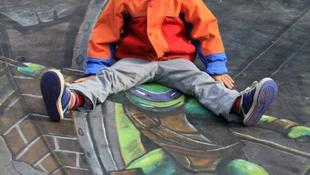 Szellemes street art művészek sokkolták a járókelőket