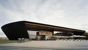 Elszenesített fából készült az új múzeum