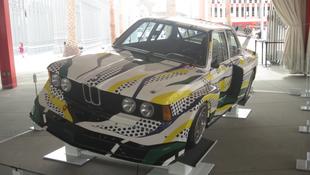 Warhol után Cicciolina exférje is BMW-t tervez