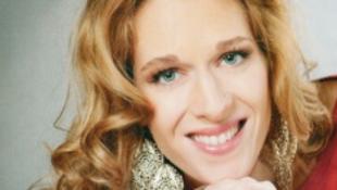 A németek imádják a magyar énekesnőt