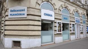 Tényleg bezárja kapuit a legendás pesti mozi?