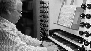 Bach utódja Budapesten koncertezik