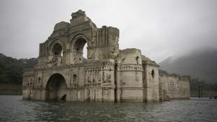 Csodálatos templom bukkant elő a tóból