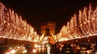 A filmsztárok Párizsba költöznének