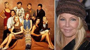 A 47 éves színésznő újból felveszi hiperszexi kiskosztümjét
