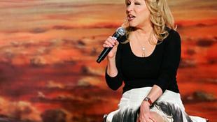 Óriási kitüntetést kap a nehéz sorsú énekesnő
