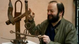 Tárlaton Kovács Géza kisplasztikái