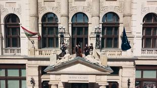 Széllelbélelt rétes és erkélykoncert