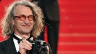 A rendező belepiszkál a pedofilügybe