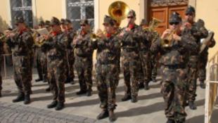 Katonák és vasutasok esnek egymásnak Szolnokon