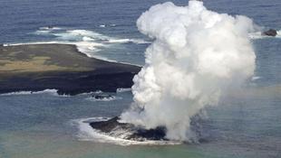 Egyre növekszik a Tokiótól délre felbukkant vulkáni sziget
