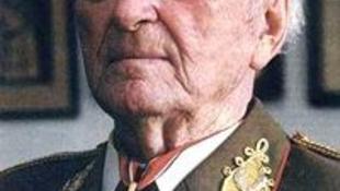 Elhunyt Király Béla